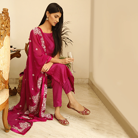 916da42a38 Ethnic Wear - Buy Indian Ethnic Wear for Women at Tjori